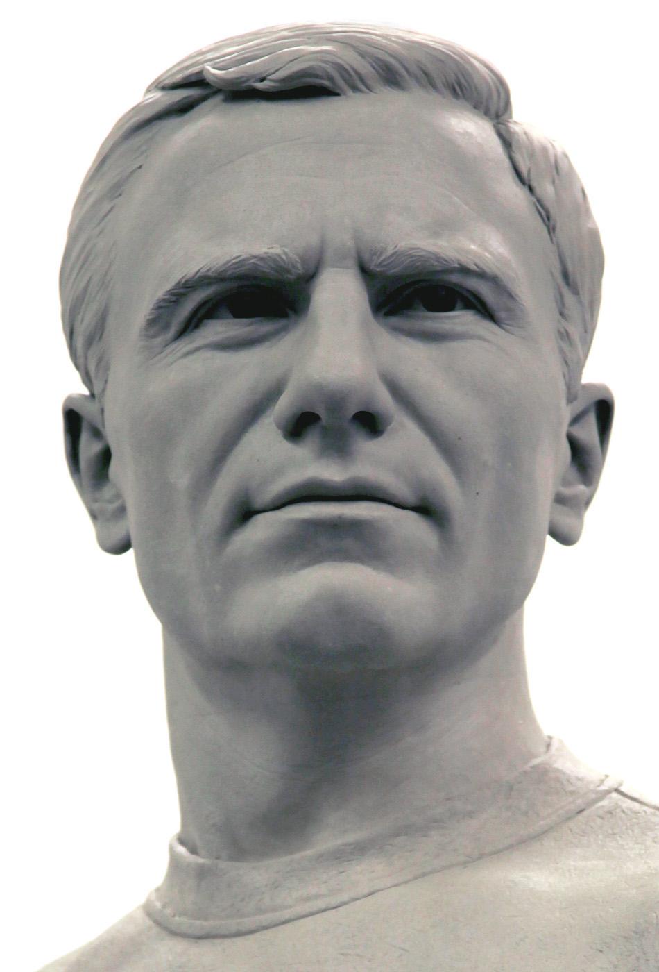 Portrait sculptor George Cohen