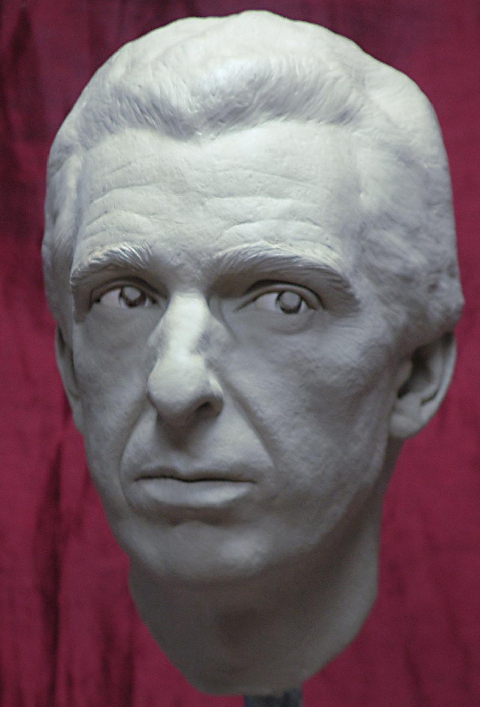Portrait sculptor Michael Shanti