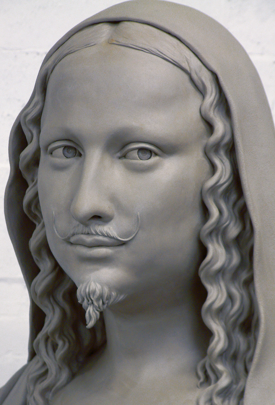 Portrait sculptor Mona Lisa