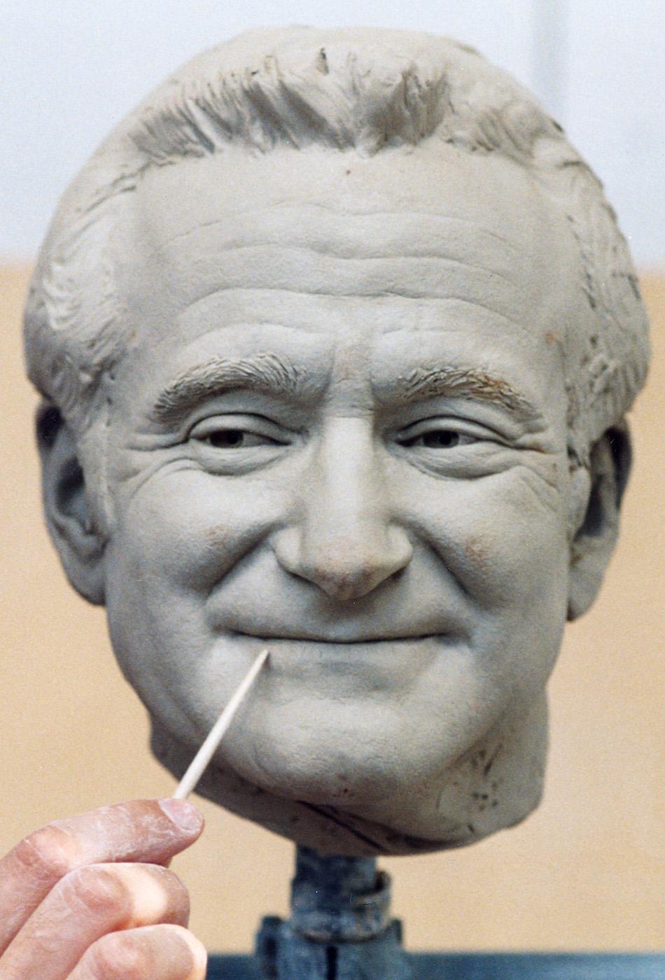 Portrait sculptor Robin Williams
