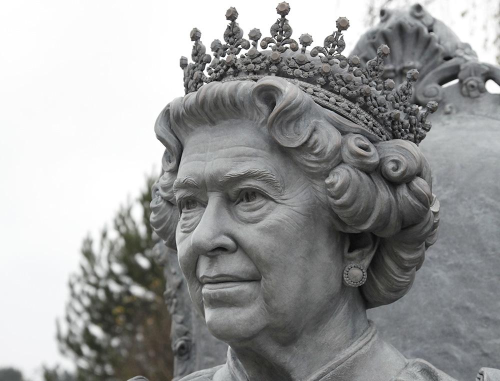 Sculptor Queen Elizabeth II
